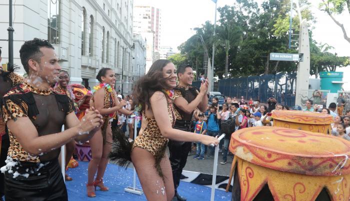 Desfile por carnaval