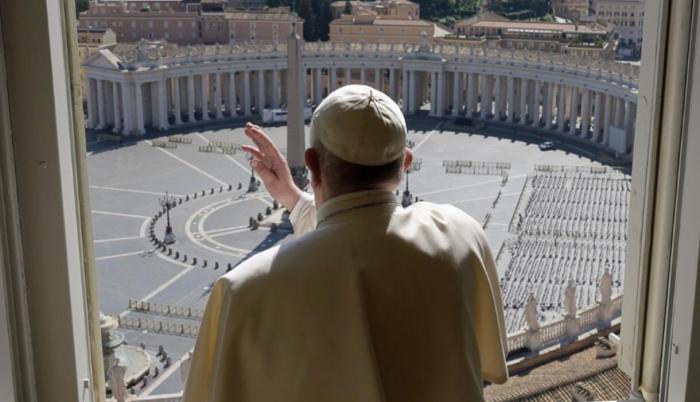Papa Francisco da misa sin feligreses