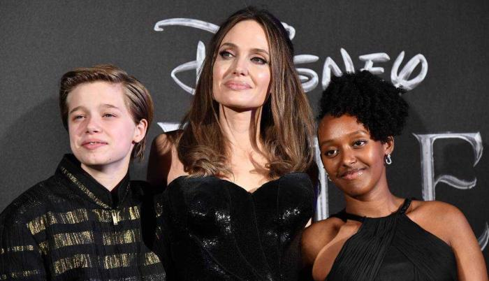 angelina-jolie-daughters-hospital-t