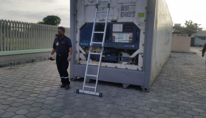 Santa Elena. Un frigorífico se instaló en el hospital Liborio Panchana. Tema y foto: Joffre Lino