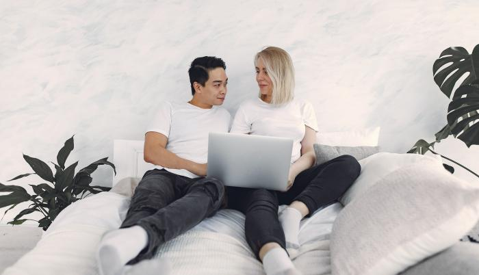 man-and-woman-sitting-on-a-bed-3912351