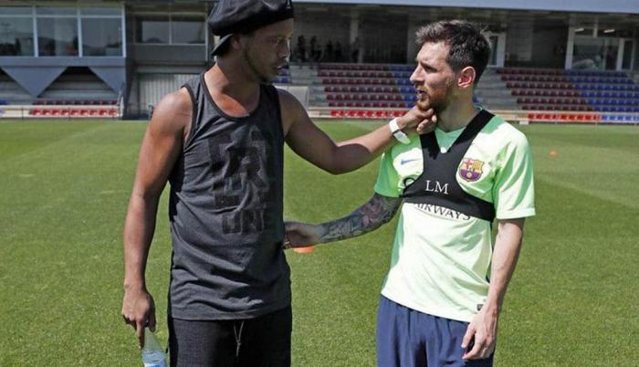 Messi y Ronaldinho 01