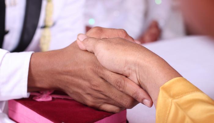 manos-coronavirus-saludo-contagio