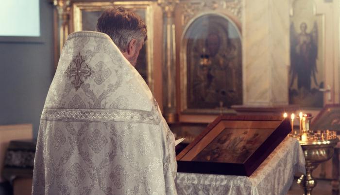 priest-2586055_1280