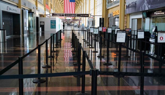 EE. UU. Una vista casi vacía se ve en el aeropuerto Ronald Reagan.