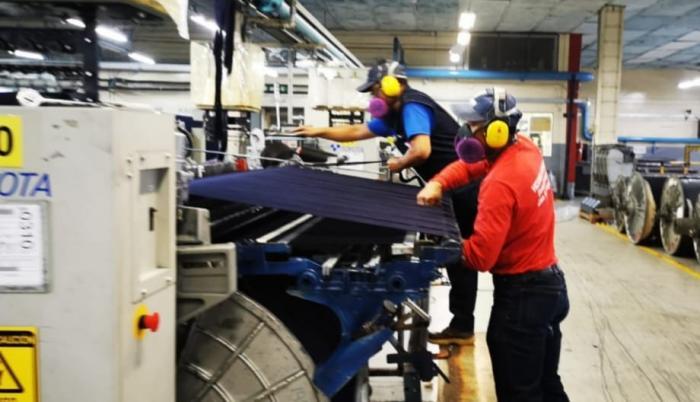 fábricas textiles trabajando en emergencia