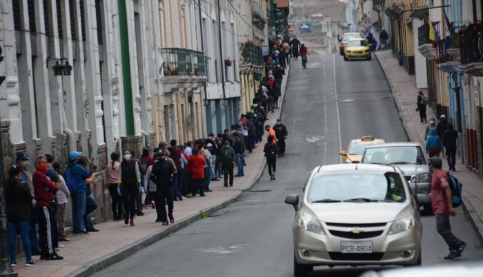 La circulación incrementa en las calles de Quito