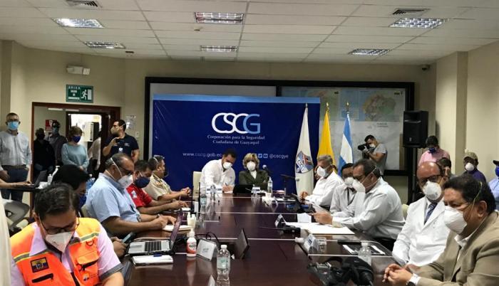 Mesa del COE Cantonal de Guayquil en reunión, en el norte de la ciudad.