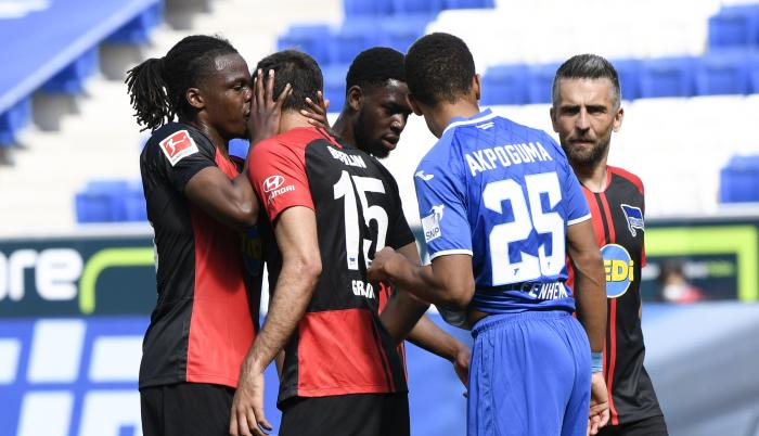 Beso-Boyata-defensa-Bundesliga