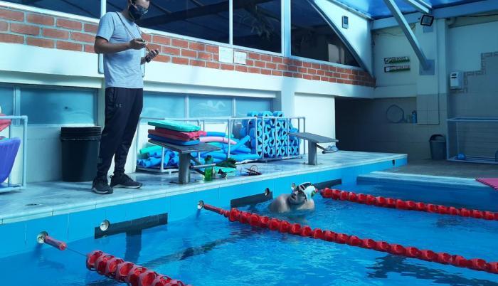 esteban-enderica-piscina-deporte-natación