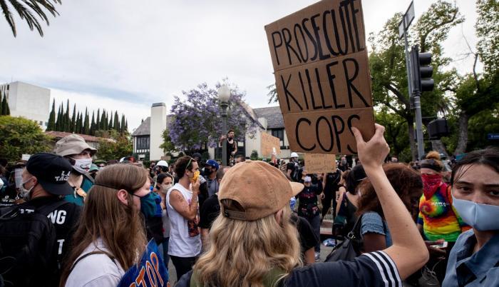 Los Ángeles, California. Las protestas contra el racismo y la violencia policial en EE.UU. generan preocupación por contagios de coronavirus.EFE