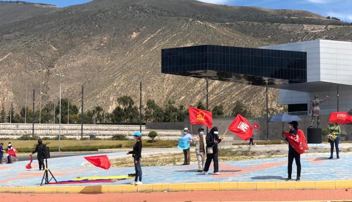 protestas de maestros en la Mitad del mundo