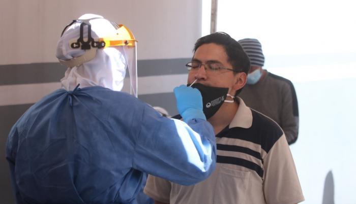 El municipio de Quito tomó pruebas PCR a conductores