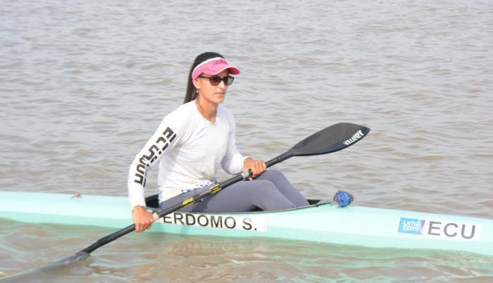 Stefanie Perdomo canotaje Ecuador becas Plan de Alto Rendimiento