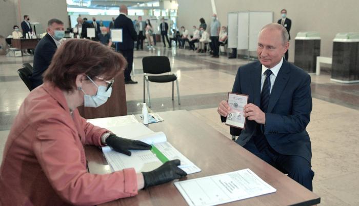 Moscú. Vladimir Putin se presentó a votar este miércoles. 4 de julio de 2020.