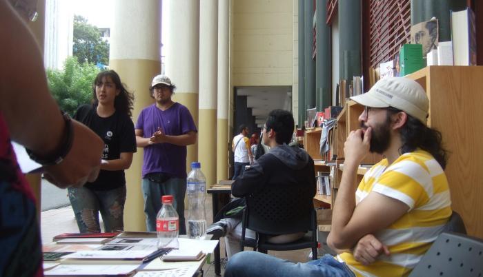 La Biblioteca de la Universidad de las Artes organiza ferias del libro como parte de su acción cultural.