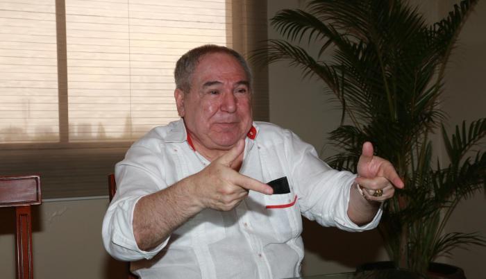 Abdalá Bucaram, líder del desaparecido partido Roldosista Ecuatoriano (PRE), se prepara para impulsar la campaña política de Fuerza Ecuador (FE) que fundó su hijo Abdalá Bucaram Pulley.