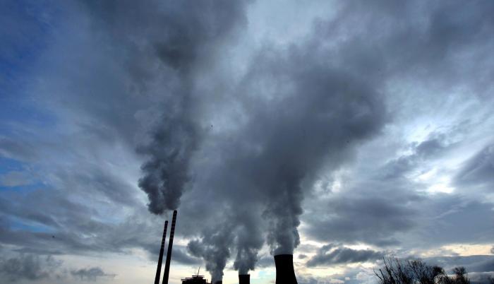 Vista de una planta térmica de carbón, la combustión de este combustible fósil es altamente contaminante.