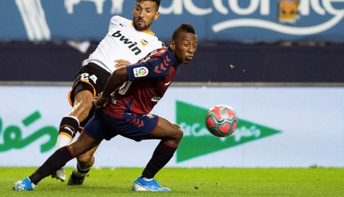 Pervis Estupiñán anotó el gol que le dio la victoria al Osasuna.