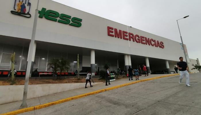 El uniformado permanece en el Hospital IESS de los Ceibos, en Guayaquil.