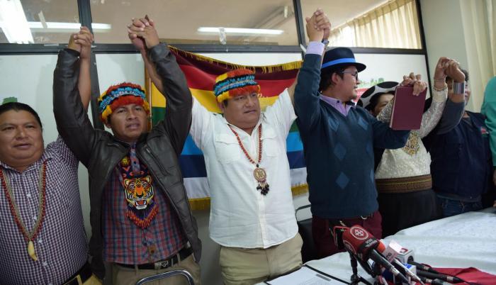 Consejo. Jaime y Marlon Vargas, presidentes de la Conaie y Confeniae, ayer durante una rueda de prensa.