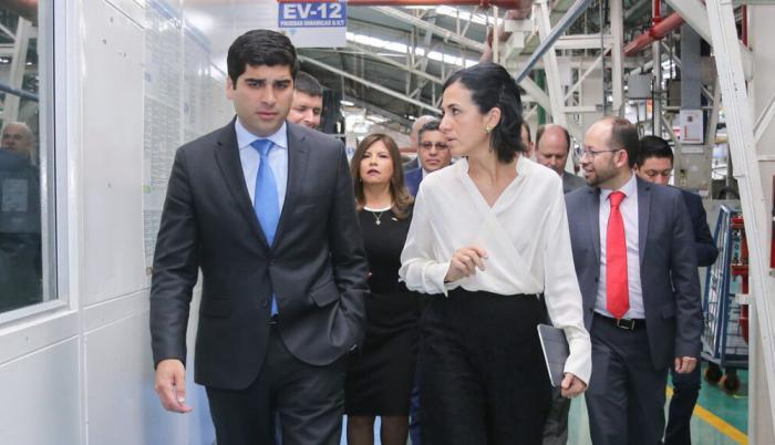 María Alejandra Muñoz junto a su antecesor, Otto Sonnenholzner.