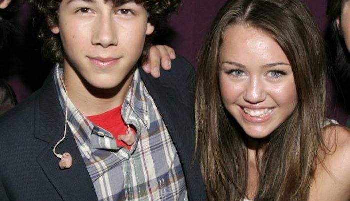 Jonas y Cyrus se conocieron cuando trabajaban para Disney Channel.