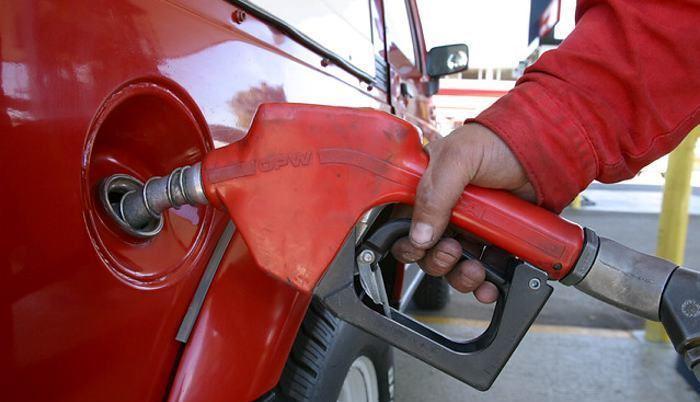 Combustibles.  En agosto  se empezó a aplicar el alza. Así, el galón de súper pasó de $ 2,34  a $ 3,10; la ecopaís, de $ 1,48 a $ 1,85 y el diésel de $ 1,37 a $ 2,74.
