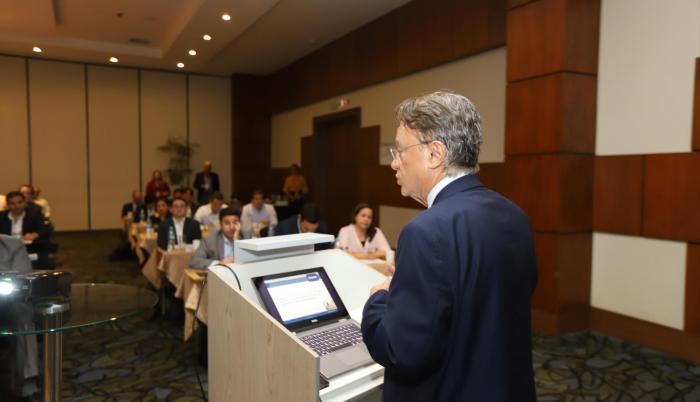 Conferencia. Walter Spurrier da perspectivas económicas en Guayaquil a decenas de empresarios.