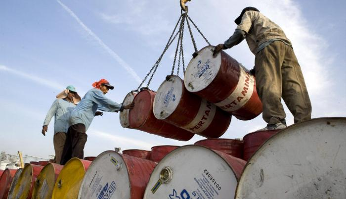Récord. El petróleo anotó ayer su mayor ganancia diaria en más de dos años, en un repunte tras la profunda caída del pasado 24 de diciembre.