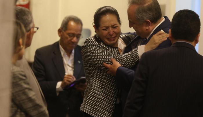 Lágrimas. Patricia Ochoa mantuvo como pudo la serenidad durante su intervención ante la Asamblea. Pero a la salida del Pleno, se quebró.