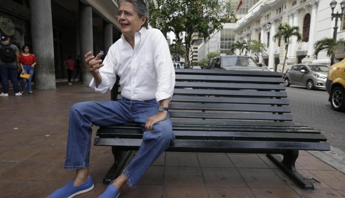 Antes de incursionar en la política electoral fue presidente ejecutivo del Banco de Guayaquil.