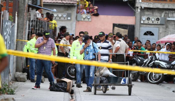 Un cartón se cayó del triciclo y puso en evidencia el macabro hallazgo en el Guasmo Sur.