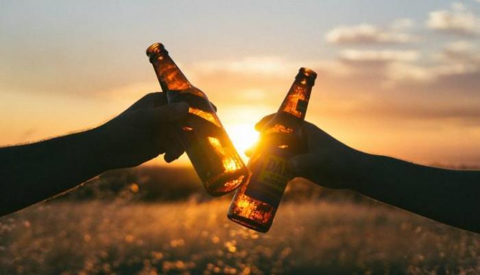 Los locales con atención turística podrán vender alcohol hasta las tres de la mañana.