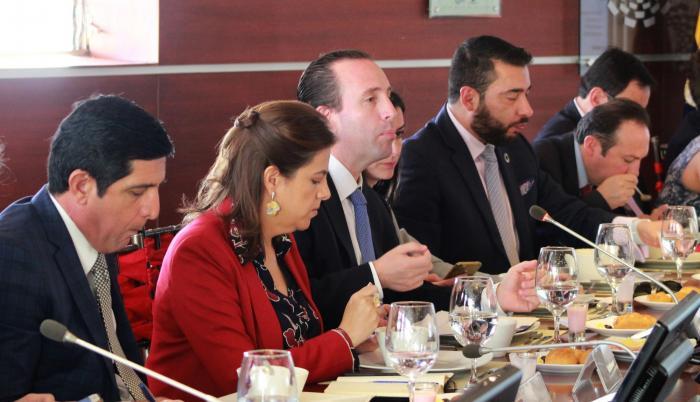 Encuentro. La ministra del Interior y encargada de la Secretaría de la Política, María Paula Romo, se reunió con empresarios, ayer, en Quito.