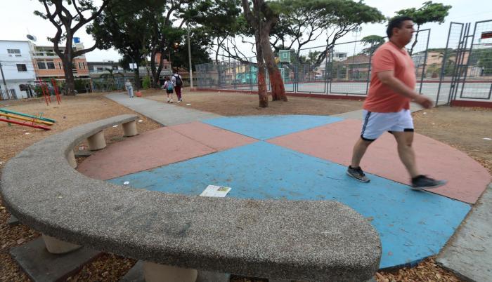 Obras. La Municipalidad ha adecuado camineras y juegos infantiles en el parque de la I etapa de Alborada.