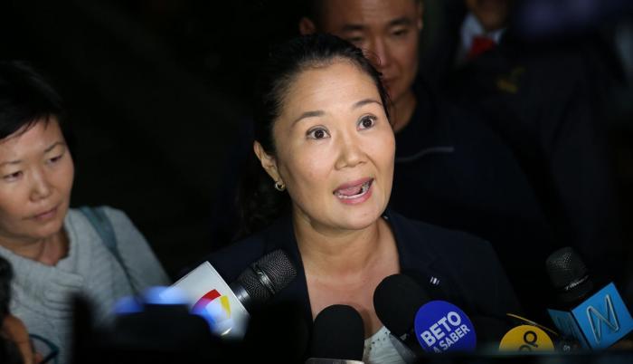 Keiko quedó detenida al acudir a la sede de la Fiscalía tras ser citada para declarar por los aportes recibidos por su partido en la campaña de 2011, ganada por su rival Ollanta Humala.