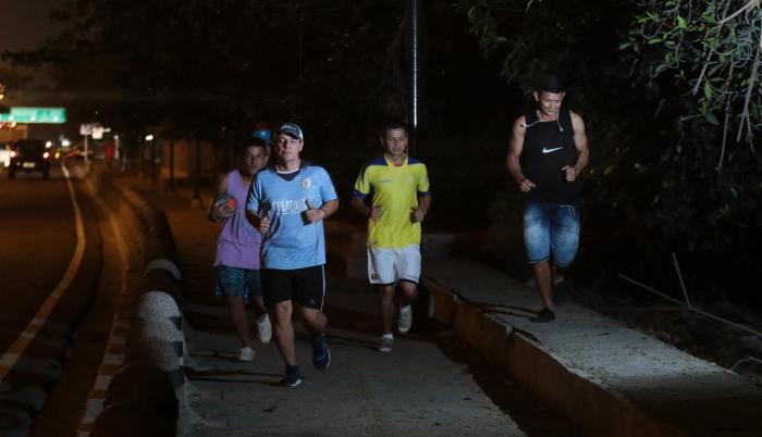Riesgo. Según moradores, a partir de las 20:00 no se pueden realizar caminatas y actividades deportivas por temor a ser asaltados en esta vía.