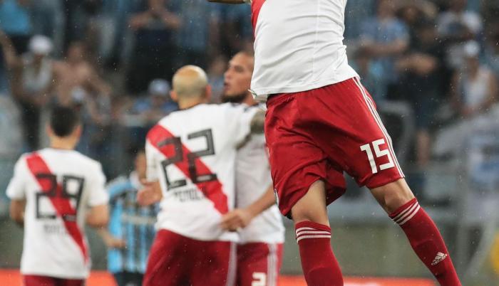 Exequiel Palacios de River Plate celebra la victoria ante Gremio.