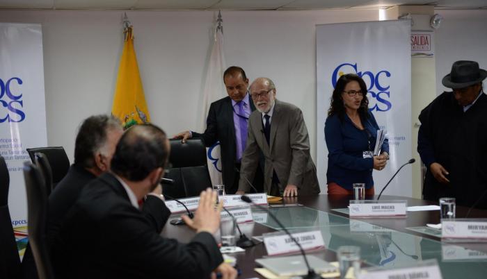 Tarea. Con Trujillo a la cabeza, el Consejo transitorio ha tenido arduo trabajo acogiendo quejas de la ciudadanía.