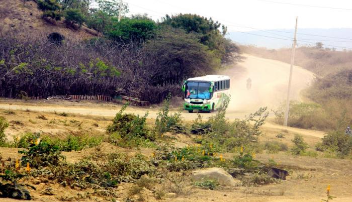 Numerosos caminos vecinales de Guayas son solo vías de tierra y polvo, según lo muestra un recorrido efectuado por este Diario.