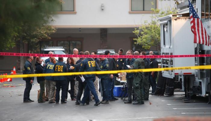 Al menos trece muertos, incluido un policía, en tiroteo en bar de California