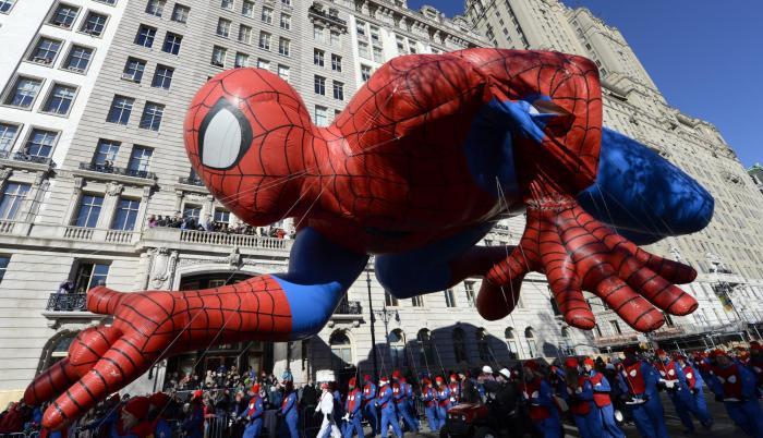 Personajes como el Hombre Araña han salido a desfilar por las calles de Nueva York.
