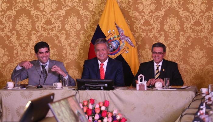 Lenín Moreno delega las funciones de los seis gabinetes sectoriales a Otto Sonnenholzner en el Salón Amarillo. 19 de diciembre. 12:00.