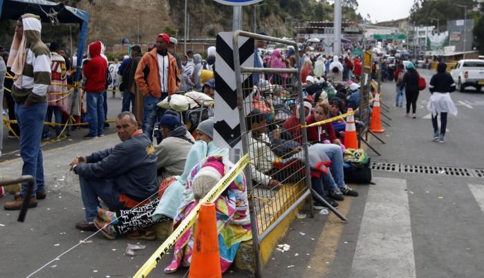 Migrantes venezolanos en la frontera norte de Ecuador.