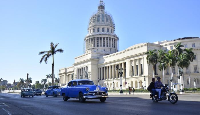 Un sonoro aplauso sacudió la inmensa sala circular de la asamblea tras el voto de condena al embargo.