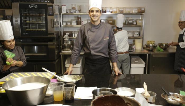 En la actualidad, Daniel Ampuero, es uno de los chefs chocolateros más connotados del país.