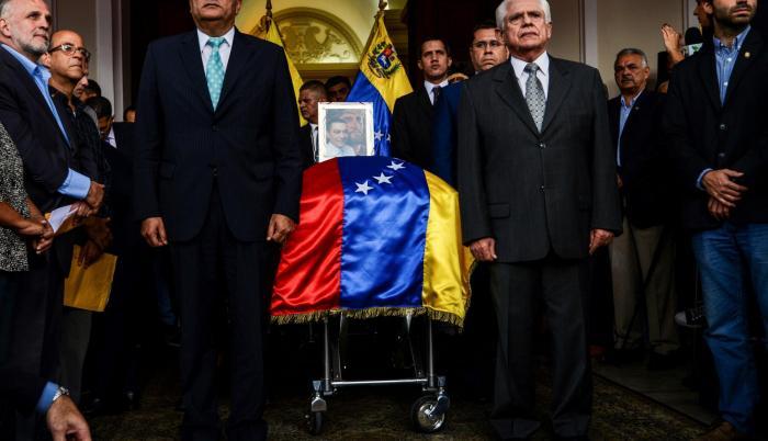 En Caracas, el fiscal general, Tarek Saab, ratificó el miércoles que el opositor se suicidó y que tiene testigos y pruebas forenses para respaldar lo dicho.
