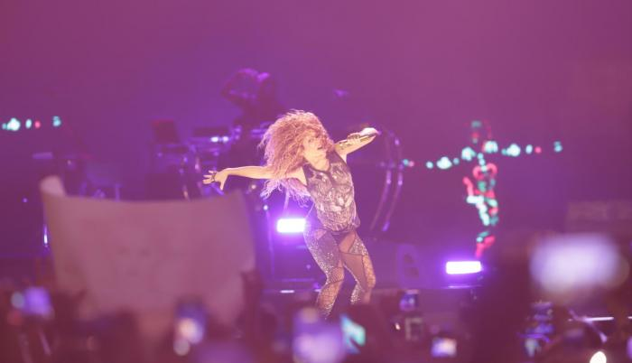 Shakira: la mujer de cabellera, corazón y caderas doradas