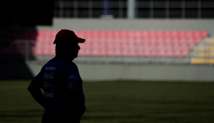 Reencuentro.  El Bolillo vuelve a suelo panameño 4 meses después de haber dejado el cargo de técnico de la selección local.